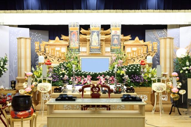 葬儀の通夜の流れ・参列時の注意ポイントやおすすめの服装とは?